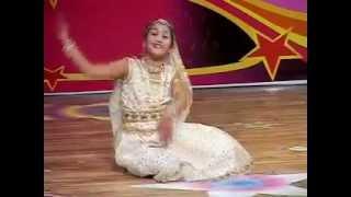 Индийский танец. Маленькая индианочка танцует Umrao Jaan