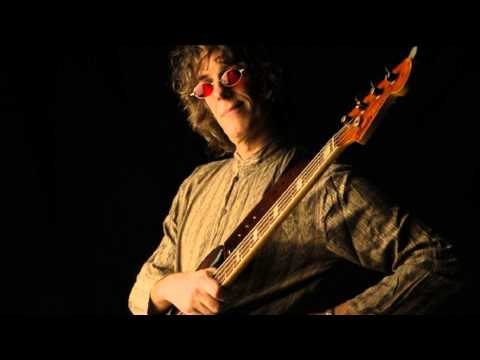 CHEQUES -SPINETTA- (BACKING TRACK -DRUM & BASS-) por Julián Cordido