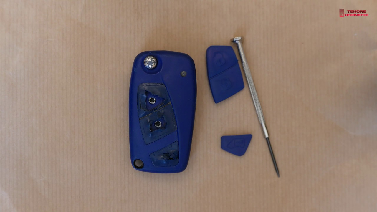 sostituzione tastini di gomma rovinati del telecomando chiave fiat