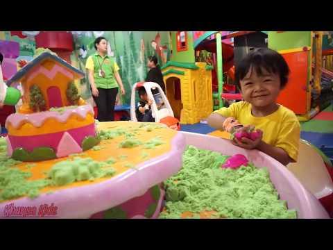khansa-bermain-mandi-bola-di-indoor-playground-grand-yogya-kepatihan-bandung