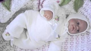 Мягкие и теплые вязаные костюмчики для новорожденных