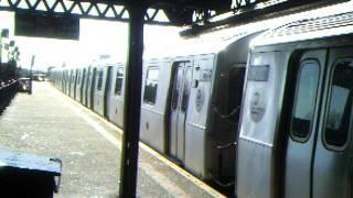 BMT Astoria Line : Ditmars Blvd Bound R160B Siemens (Q) @ B