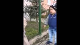 طفلة روسية تعلم شقيقها قراءة الفاتحة   Une petite fille russe apprend a son frère sourat Al-Fâtiha(, 2014-02-09T23:05:11.000Z)