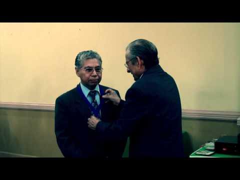 Entrega de reconocimiento a Enrique Hompanera por Universidad Andrés Bello (2012)