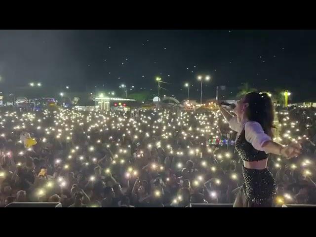 Cantora sertaneja mariana fagundes  lota show em praça pública em meio à pandemia!