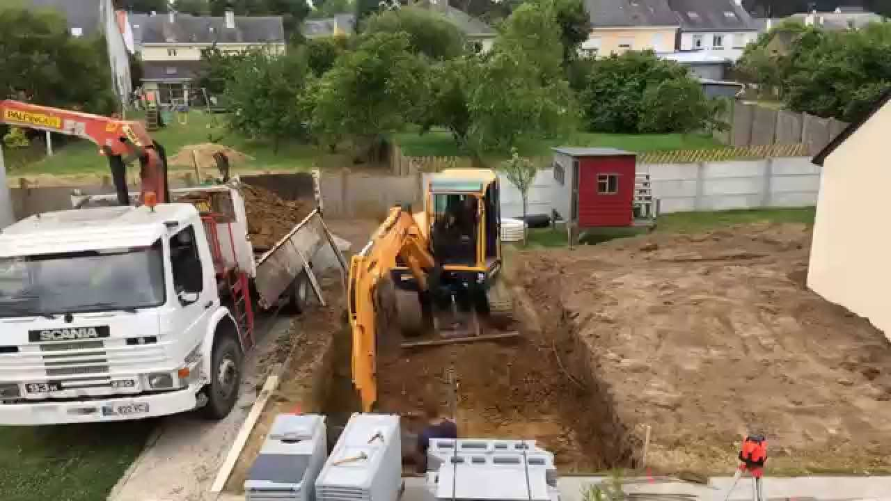 Construction mini piscine caron jour 1 youtube for Construction piscine caron