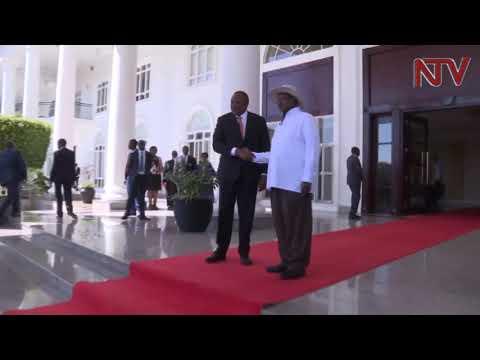 President Museveni holds talks with Uhuru Kenyatta