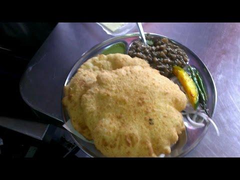 Best Chole Bhature in Delhi | Famous Delhi Breakfast Street Food | Indian Street Food by Gluttony TV