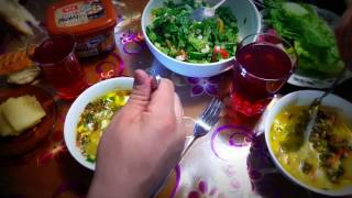Зеленый борщ с щавелем и салатом хоретика