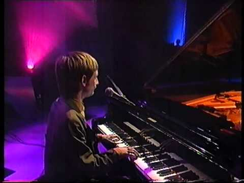 Neil Hannon, The Divine Comedy, Charge on BBC Across The Line 1998.MPG