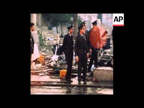 SYND 17-11-73 POLICE CLASH WITH GREEK STUDENTS