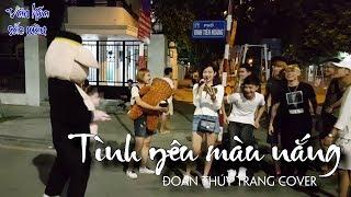Cô gái xinh xắn hát ngẫu hứng trên Phố Đi Bộ Hà Nội