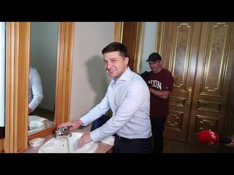 Зеленський показав свій кабінет
