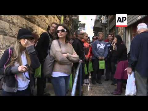 Visitors return to Jerusalem's famous market