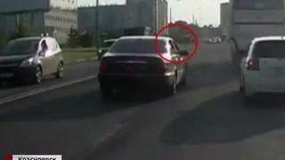 В Красноярске средь бела дня на оживленной дороге произошла перестрелка