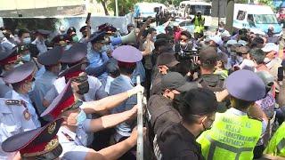 Фото Полиция провела задержания на несанкционированном митинге в Казахстане