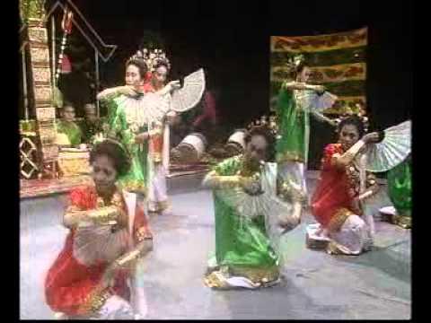 Tari Pakarena : Tradisi Dari Gowa Sul-Sel (1951)