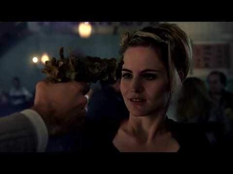 Экзистенция. Сцена из фильма.  Пистолет из китайской еды, суп фобо.