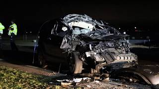 Auto botst achterop aanhanger in Zuidlaarderveen..zwaar gewonde