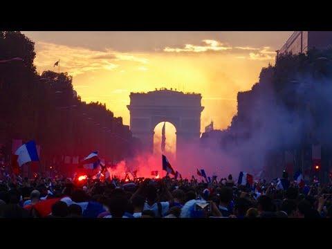 Les images des Champs-Elysées après la victoire des Bleus en Coupe du monde