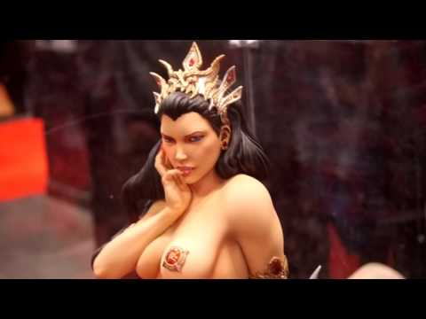 NYCC Marvel Sideshow collectibles and other statues