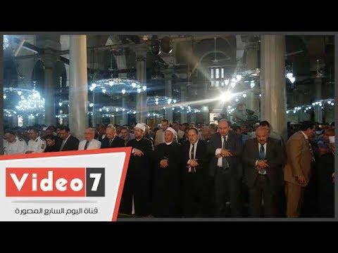 وزيرا الأوقاف والثقافة ومحافظ القاهرة يصلون الجمعة الأخيرة فى رمضان بـ«الحسين»  - 13:21-2017 / 6 / 23