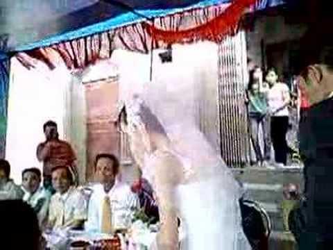 Lễ vu quy - Cô dâu chú rể mời nước họ hàng