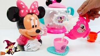 Minnie Recibe un Regalo de Mickey Mouse