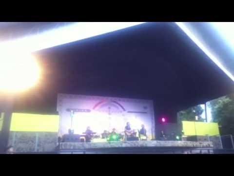 "Iwan FaLs Feat SuLis - NYANYIAN ANAK KECIL DIJALANAN (Live Konser PeLangi ""KUNING"")"