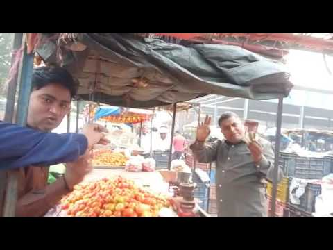 LIVE VIDEO: 500-1000 बैन, टमाटर विक्रेता बोला जियो मोदी जियो, बहुत अच्छा कदम