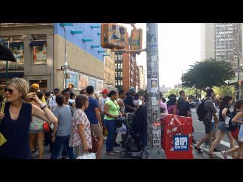 SoHo- Houston St & Broadway (Manhattan New York)