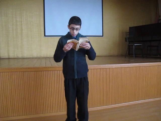 Изображение предпросмотра прочтения – ДенисМазайло читает произведение «Свинья под дубом» И.А.Крылова