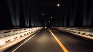 深夜に長崎県平戸の生月大橋を渡った時に撮った動画です。iPhoneで車載...