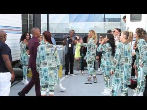 Jamie Foxx teaches Ciara to dance at BET Awards