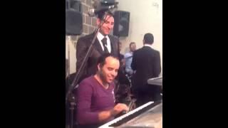 الموسيقار محمد حاتم مكسر القاعة 👇