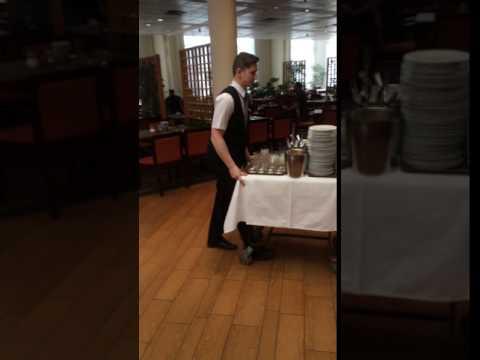 Előkészület az ebédhez - Preparation for lunch in Helia Hotel Budapest