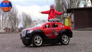 Хелло Китти и Ярослава на прогулке в парке. Тест Драйв Самоката. Видео для девочек. Tiki Taki Kids