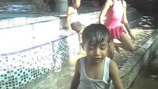 Nathanael, Felicia & Stella belajar berenang