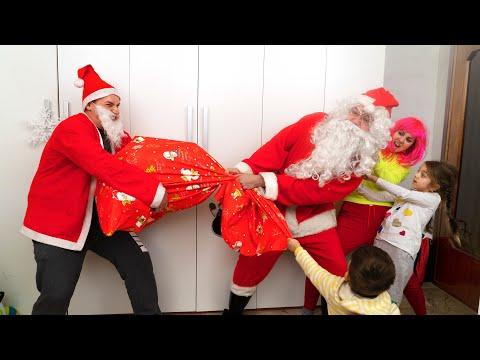 Regali Di Babbo Natale.Finto Babbo Natale E Un Sacco Di Regali Per Muca Youtube