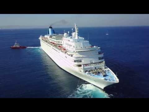 The Thomson Dream departs port Rodos. 2017.08.14 - Kreuzfahrtschiff verlässt Rhodos