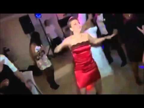 пьяная телка танцует в аквариуме