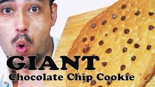 Giant Chocolate Chip Cookie (recipe) 【巨大】こんな大きなチョコレートチップクッキー食べたことある?