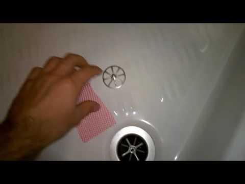 Vasca Da Bagno Otturata Rimedi : Come evitare di intasare la doccia con i capelli fai da