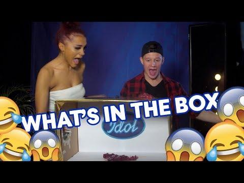 Skrik och gapskratt under What&39;s in the Box med Sebastian och Kadiatou - Idol Sverige TV4