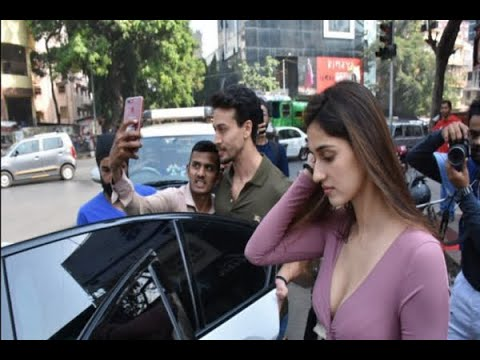 Alleged lovebirds Tiger Shroff & Disha Patani snapped together post lunch  date!
