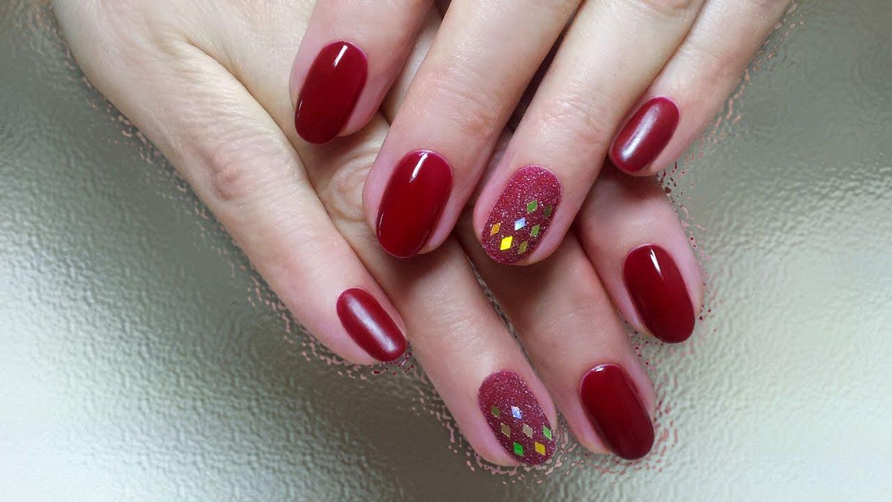 Красный дизайн ногтей с блестками