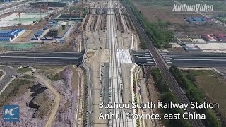 Baixar Aerial view of Bozhou South Railway Station in east China