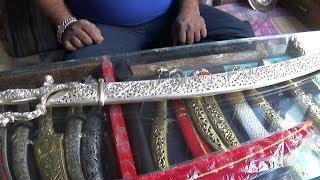 Gambar cover Indian Sword Market in Jodhpur ( तलवार और देशी कटार बाजार, जोधपुर ) Talwar in India,  देखो