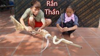 Hưng Vlog - Troll Mẹ Rắn Thần Vào Nhà Bà Tân Vlog Thắp Hương Giải Lời Nguyền