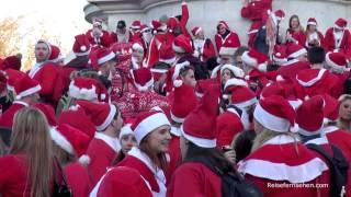 Buckingham Palace / London: Santas at St. Nicholas / Weihnachtsmann-Treffen by Reisefernsehen.com